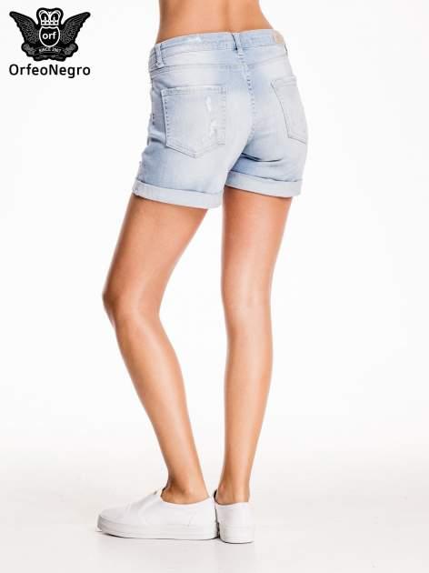 Jasnoniebieskie jeansowe szorty z przetarciem                                  zdj.                                  5