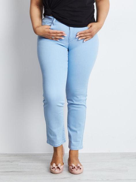 Jasnoniebieskie jeansy plus size Transformation
