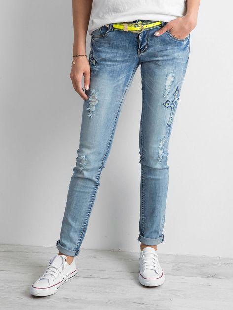 Jasnoniebieskie jeansy z aplikacjami                              zdj.                              1