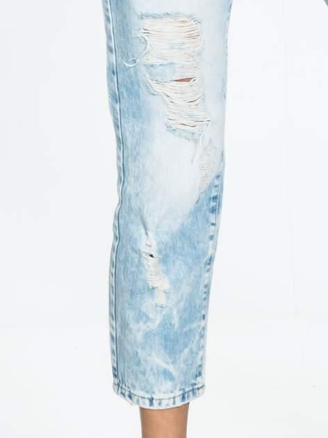 Jasnoniebieskie spodnie boyfriend jeans z przetarciami                                  zdj.                                  6