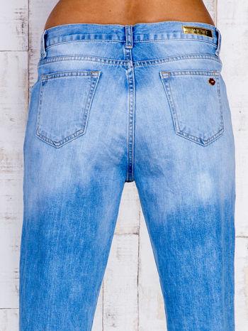 Jasnoniebieskie spodnie boyfriend jeans z przetarciami                                  zdj.                                  5