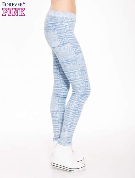 Jasnoniebieskie spodnie jeansowe typu jegginsy w azteckie wzory                                  zdj.                                  3