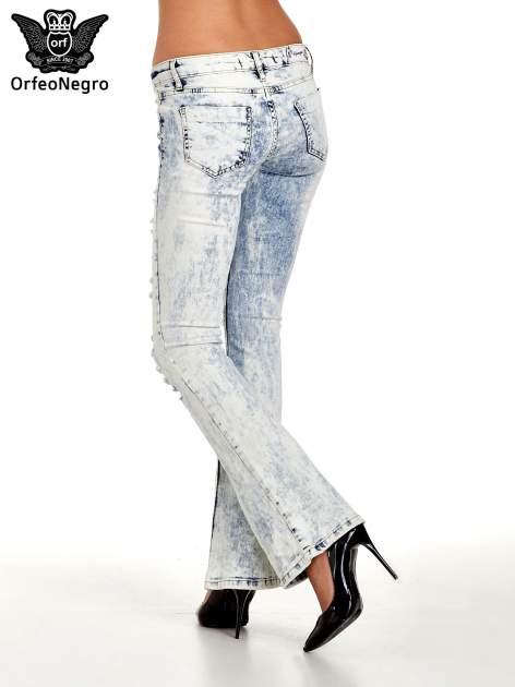 Jasnoniebieskie spodnie jeasnowe dzwony cut out                                  zdj.                                  2