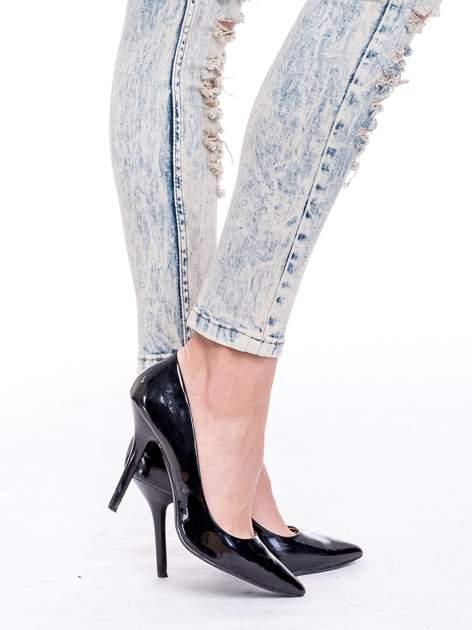 Jasnoniebieskie spodnie rurki typu trash jeans                                  zdj.                                  7