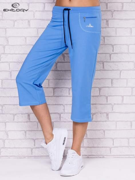 Jasnoniebieskie spodnie sportowe capri                                  zdj.                                  1