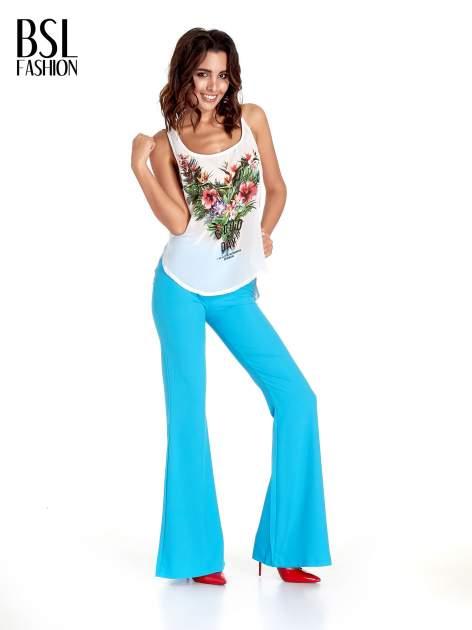 Jasnoniebieskie spodnie typu dzwony                                  zdj.                                  4