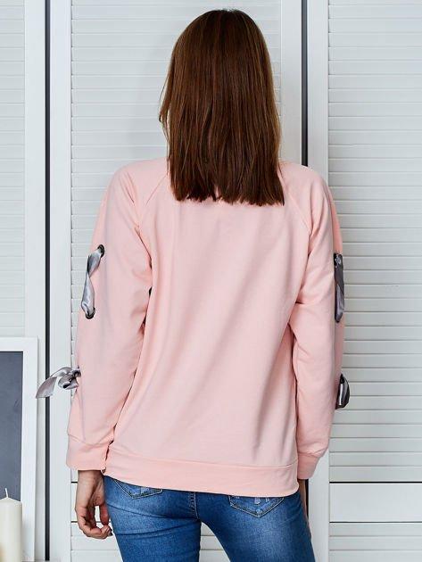 Jasnoróżowa bluza z kokardami na rękawach                                  zdj.                                  2