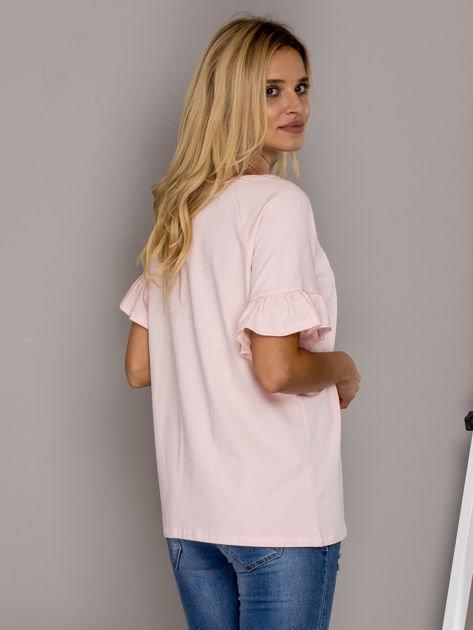 Jasnoróżowa bluzka z falbanami na rękawach                                  zdj.                                  2