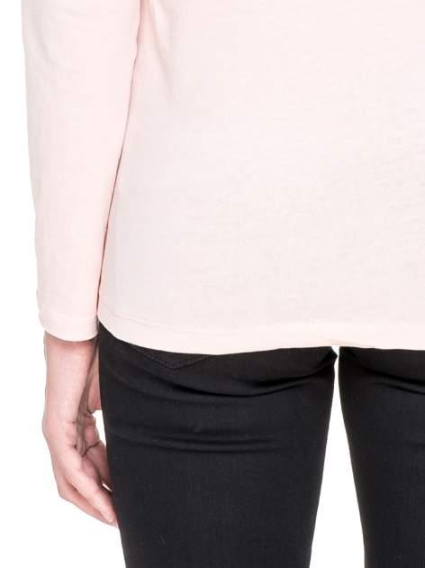 Jasnoróżowa bluzka z karczkiem z koronki w róże                                  zdj.                                  7