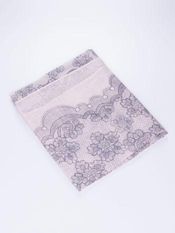 Jasnoróżowa chustka w kwiatowy, dekoracyjny ornament                                  zdj.                                  3