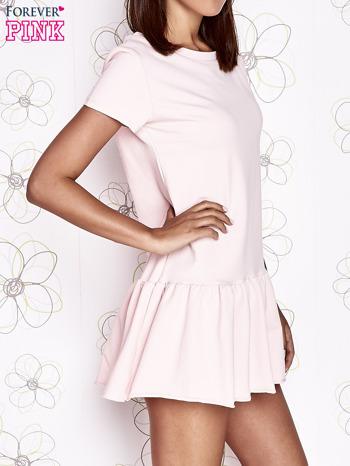 Jasnoróżowa dresowa sukienka z wycięciem na plecach                                   zdj.                                  3