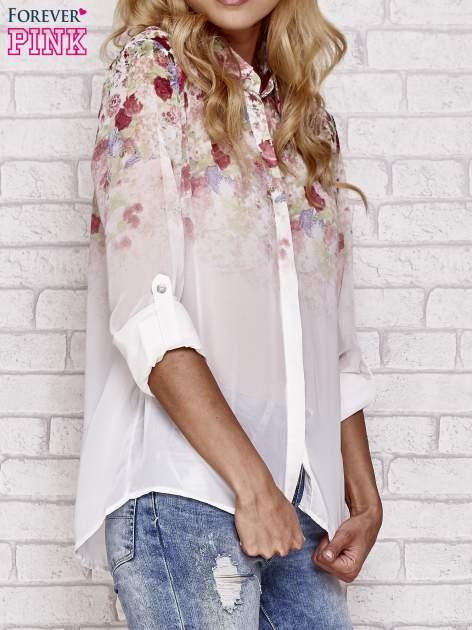 Jasnoróżowa koszula mgiełka z nadrukiem róż                                  zdj.                                  3
