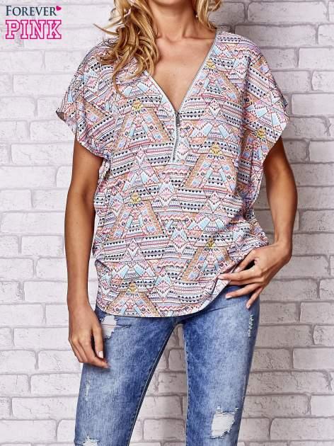 Jasnoróżowa koszula w geometryczne wzory