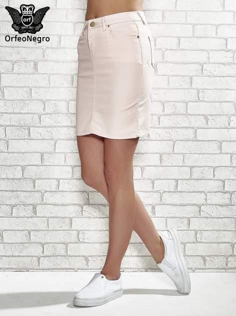 Jasnoróżowa spódnica z zapięciem na guzik                                  zdj.                                  1