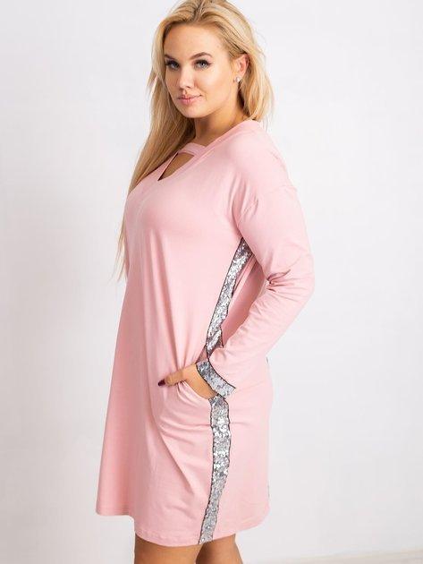Jasnoróżowa sukienka plus size Mode                              zdj.                              3