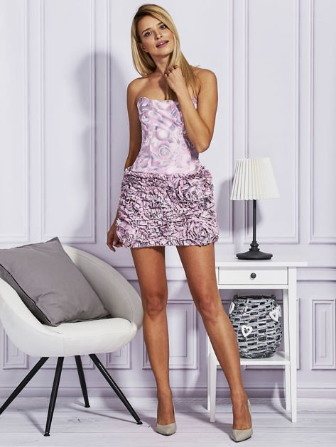 Jasnoróżowa sukienka w grochy z ozdobną spódnicą                                  zdj.                                  4