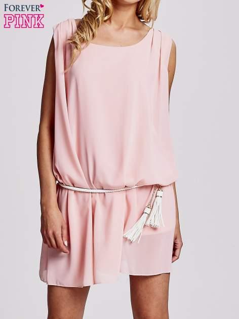 Jasnoróżowa sukienka z paskiem z frędzlami                                  zdj.                                  1