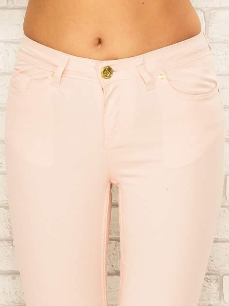 Jasnoróżowe spodnie rurki skinny z kieszeniami                                  zdj.                                  5