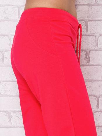 Jasnoróżowe spodnie sportowe capri                                  zdj.                                  5