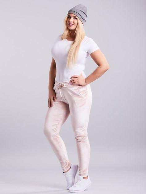 Jasnoróżowe welurowe spodnie dresowe PLUS SIZE                              zdj.                              5