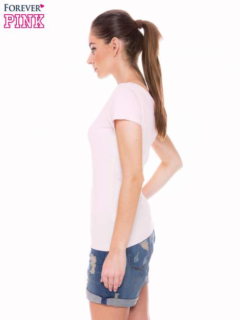 Jasnoróżowy basicowy t-shirt z okrągłym dekoltem                                  zdj.                                  2