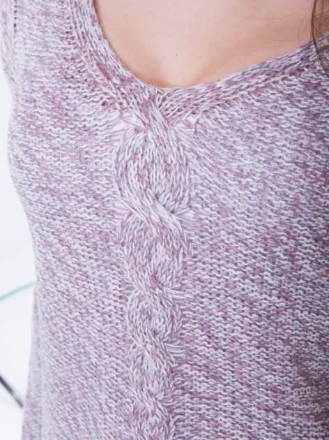 Jasnoróżowy sweter z warkoczowym splotem z przodu                                  zdj.                                  6