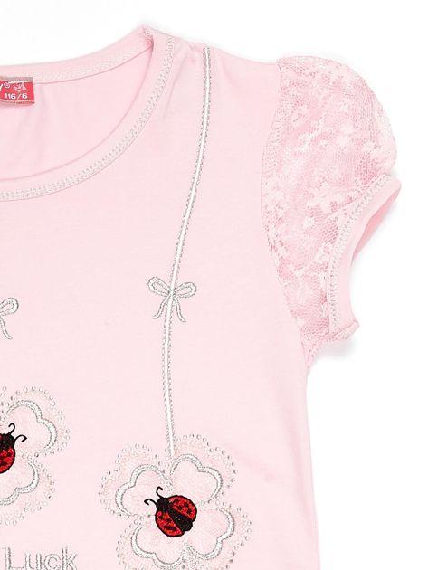 Jasnoróżowy t-shirt dla dziewczynki z biedronkami                              zdj.                              3