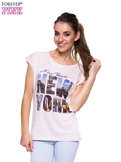 Jasnoróżowy t-shirt z nadrukiem NEW YORK                                  zdj.                                  1