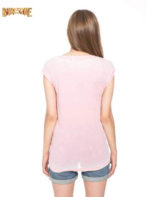Jasnoróżowy t-shirt z nadrukiem tygrysa                                  zdj.                                  4