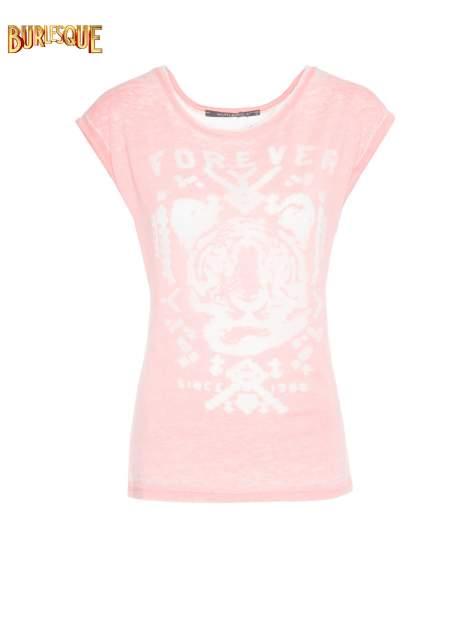 Jasnoróżowy t-shirt z napisem FOREVER i nadrukiem tygrysa                                  zdj.                                  1