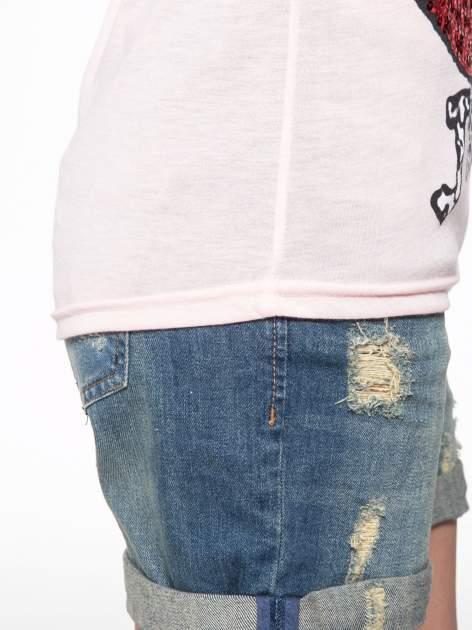 Jasnoróżowy t-shirt z ustami z cekinów i rękawami z siateczki                                  zdj.                                  11