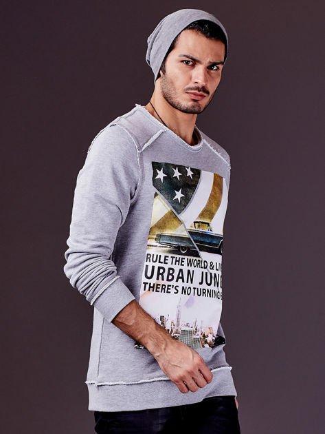 Jasnoszara bluza męska z nadrukiem i surowym wykończeniem                              zdj.                              8