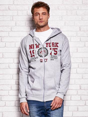Jasnoszara bluza męska z nowojorskimi motywami                                  zdj.                                  1