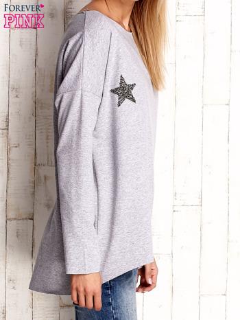 Jasnoszara bluza z błyszczącymi gwiazdkami                              zdj.                              4