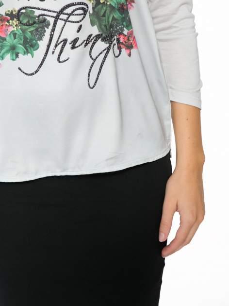 Jasnoszara bluzka z kwiatowym nadrukiem i rękawami 3/4                                  zdj.                                  7
