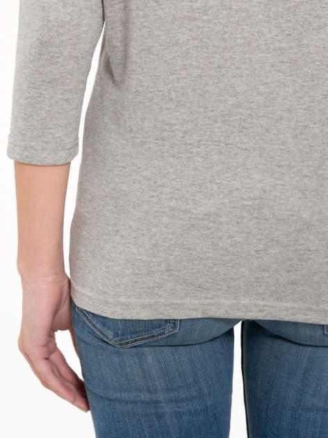 Jasnoszara bluzka z marszczonym dekoltem i rękawkami 3/4                                  zdj.                                  9