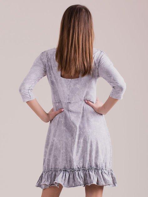 Jasnoszara dekatyzowana sukienka z falbaną                              zdj.                              2