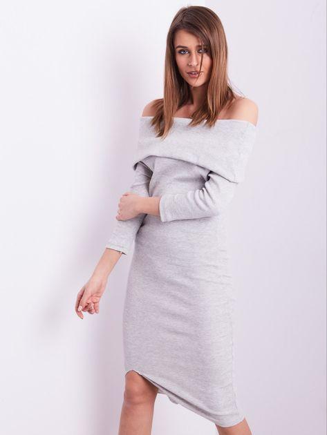 Jasnoszara dopasowana sukienka z odkrytymi ramionami                              zdj.                              2