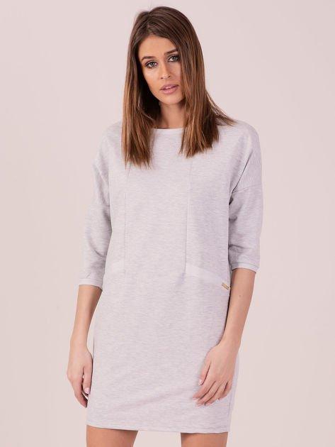 Jasnoszara dresowa sukienka z imitacją kieszeni                               zdj.                              1