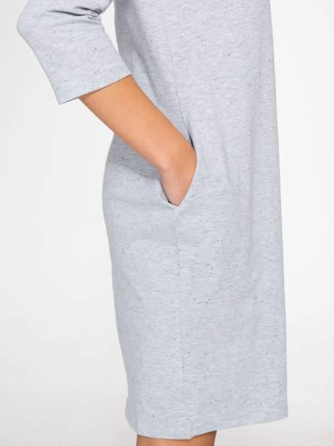 Jasnoszara dresowa sukienka z kieszeniami po bokach                                  zdj.                                  8