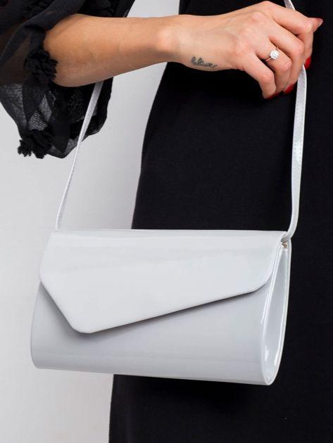 Jasnoszara lakierowana torebka kopertówka