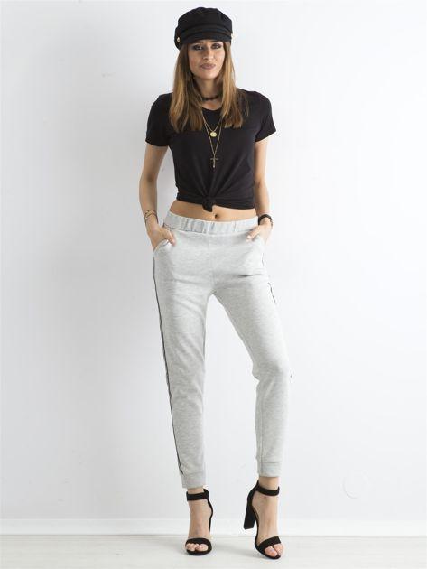Jasnoszare spodnie dresowe z lampasem                              zdj.                              4