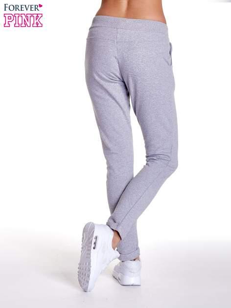 Jasnoszare spodnie dresowe z prostą nogawką                                  zdj.                                  4