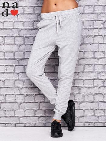 Jasnoszare spodnie dresowe z troczkami                                  zdj.                                  1