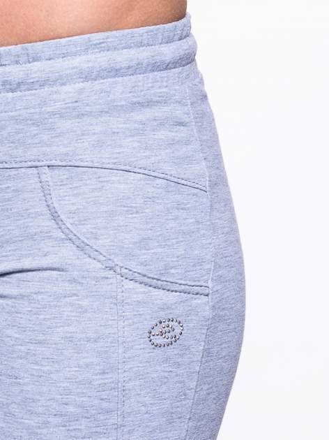 Jasnoszare spodnie dresowe ze ściągaczami                                  zdj.                                  5