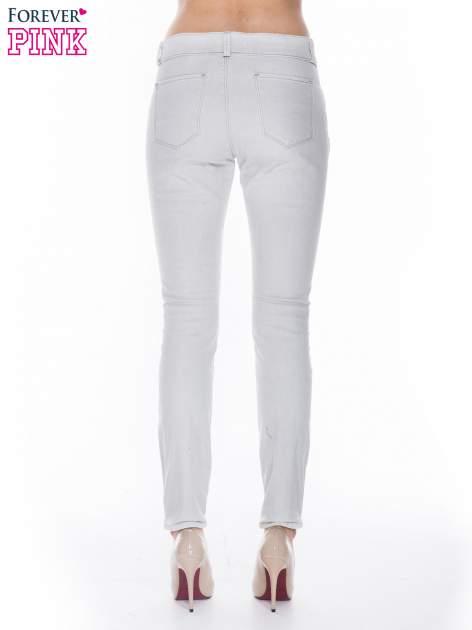 Jasnoszare spodnie jeansowe typu skinny z suwakami na górze i przy nogawkach                                  zdj.                                  2