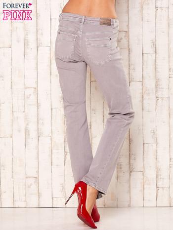 Jasnoszare spodnie o prostym kroju                                  zdj.                                  2
