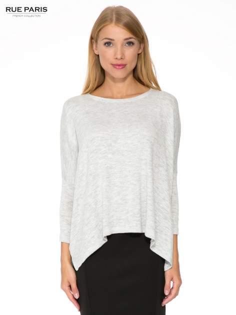 Jasnoszary melanżowy sweter oversize o obniżonej linii ramion z rozporkami po bokach