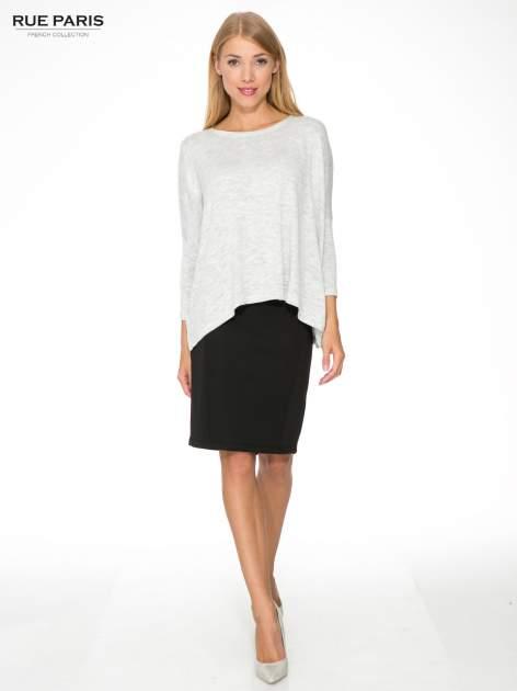 Jasnoszary melanżowy sweter oversize o obniżonej linii ramion z rozporkami po bokach                                  zdj.                                  4