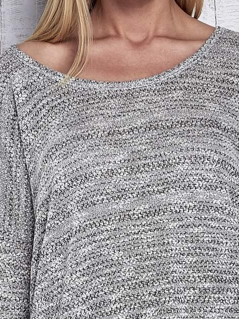 Jasnoszary melanżowy sweter z łezką na plecach                                  zdj.                                  6